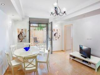 GROUND FLOOR 2 BDR APT  WITH LOVELY GARDEN - Jerusalem vacation rentals