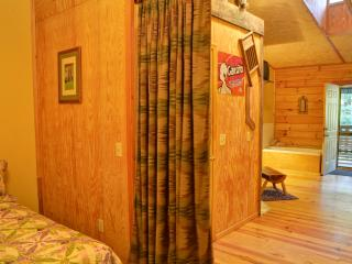A Piece of Heaven to share pt2/Bear Crossing - Cherokee vacation rentals