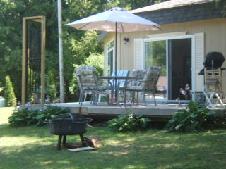 Beautiful 2 bedroom Cottage in Inverhuron with Deck - Inverhuron vacation rentals