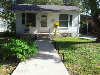 House - Downtown  River Walk, Alamodome &Hemisfair - San Antonio vacation rentals