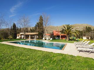 Fantastic 4 bedroom villa walking distance to town - Puerto Pollensa vacation rentals