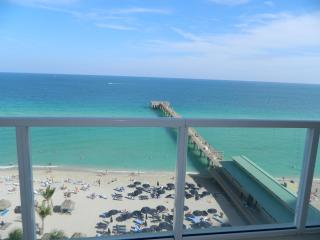 LA PERLA OCEAN FRONT SPECTACULAR VIEW - Sunny Isles Beach vacation rentals
