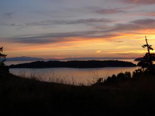 Bluffs on Bowen, views forever, spectacular sunsets - Bowen Island vacation rentals