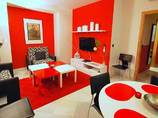 Modern Well Furnished Ground Floor Ap - Ap Ronda - Seville vacation rentals