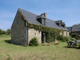 Nice stone house to rent 2 Km from the sea - Saint-Michel-en-Greve vacation rentals