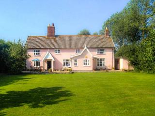 ST MICHAEL'S HOUSE, wooden beams, woodburning stove, in rural location in - Bungay vacation rentals