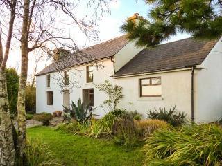 FARMHOUSE, pet-friendly, woodburner, rural views, detached cottage near Ballydehob, Ref. 31098 - Ballydehob vacation rentals