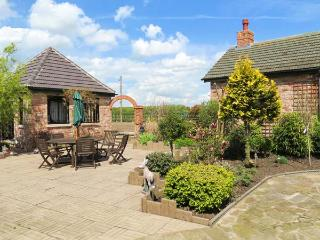 ROE DEER HOUSE, luxury property, corner bath, woodburner, near Lincoln, Ref 903616 - Lincoln vacation rentals