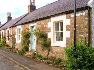 CRAIGVIEW, end-terrace cottage, woodburning stove, off road parking, garden, in Straiton, Ref 904015 - Ayrshire & Arran vacation rentals