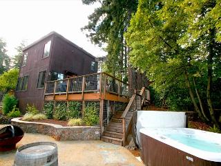 """Summerwood"" Sun,quiet,Stunning,Hot Tub,Decks, Near Wineries! 3 nights for 2! - Guerneville vacation rentals"