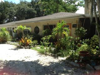 Quiet Downtown Oasis! The Manatee Suite - Bradenton vacation rentals