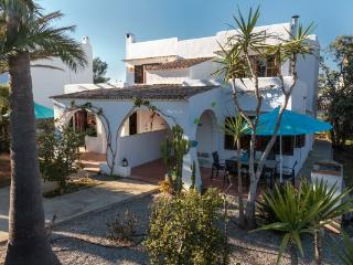 Villa Ca n' Evie is located in the center of Cala d'Or, only 200 metres to the beach or harbour. - Cala d'Or vacation rentals