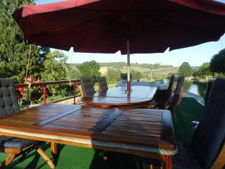 FAMILY FRIENDLY BOAT CHARTERS ON BURGUNDY CANAL - Dijon vacation rentals