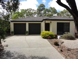 Lovely 3 bedroom House in Woodcroft with Internet Access - Woodcroft vacation rentals