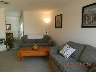 Cozy 2 bedroom Mildura Apartment with A/C - Mildura vacation rentals