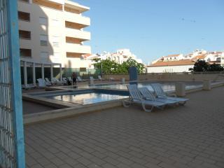 T1 Apt with Pool 3 minutes to the beach  AGLt1 -6E - Armação de Pêra vacation rentals