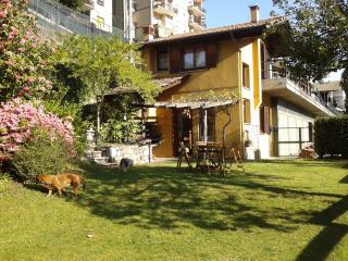 Detached cottage overlooking the lake orta - Omegna vacation rentals