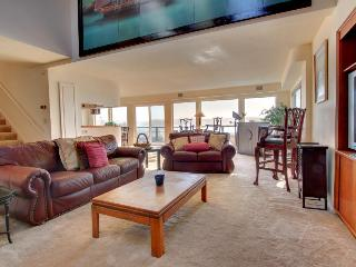 Four-bedroom townhome with beautiful bay views! - Newport vacation rentals