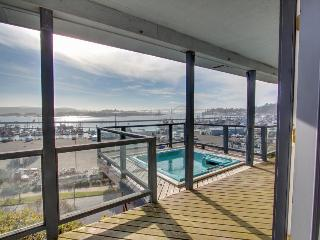 Harbor Overlook Luxury Home with Hot Tub - Newport vacation rentals