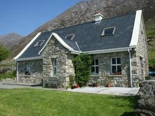 Rent a cottage in Connemara. Fab Mountain Views - Recess vacation rentals