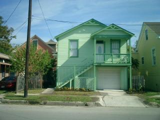 Rainbow Cabana - Easy walk to Beach&PleasurePier! - Galveston vacation rentals