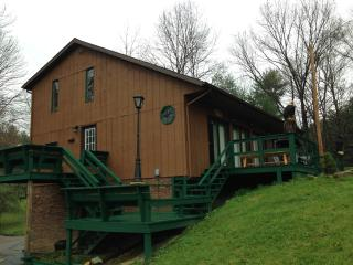 1st Choice Cabin - The Pines - Hocking Hills Ohio - Logan vacation rentals