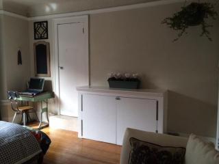 Bright and Colorful Studio in Prime Location - San Francisco vacation rentals