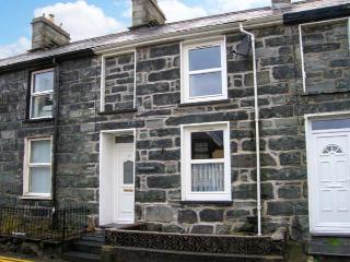 CRUD Y GWYNT, terraced, stone cottage, central location, enclosed patio, in Trawsfynydd, Ref 18939 - Trawsfynydd vacation rentals