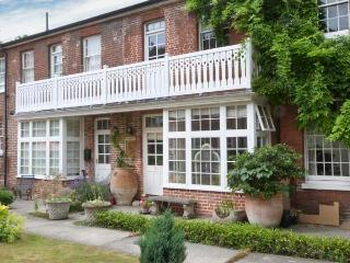6 LITTLE BETHEL COURT, character maisonette, balcony, garden, parking, in Norwich, Ref. 28036 - Norwich vacation rentals