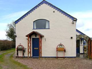 TY LON BACH family-friendly, close to beaches, excellent facilities in Rhoscolyn Ref 30488 - Cemaes Bay vacation rentals