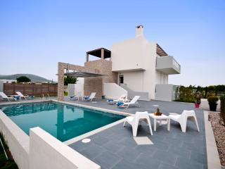 LUXUrY XENOS VILLA 1 WITH 3 BEDROOMS AND POOL - Tigaki vacation rentals