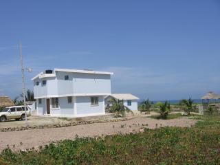 Nice B&B with Internet Access and Grill - Crucita vacation rentals