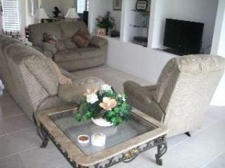 4 Bedroom 3 Bathroom South Facing Pool Home Overlooking Lake and Conservation Area - Image 1 - Orlando - rentals