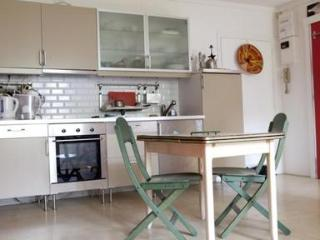 Cozy Apartment Perfect for 2 or 4 Guests - Paris vacation rentals