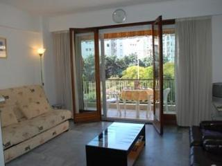 Vautrin 1 Bedroom Holiday Rental with a Balcony, in Cannes - Cannes vacation rentals