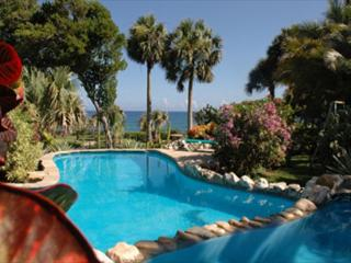 UPGRADE- VACATION RIGHT ON THE OCEAN enjoy Paradise on a budget - World vacation rentals