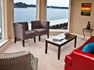 DECORATORS DREAM!! MAIN CHANNEL LAKE HAMILTON VIEW - Hot Springs vacation rentals