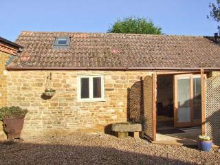 PAGETTS COTTAGE, single-storey pet-friendly cottage, close golf, walks, castles, speedway, Stokes Albany, Market Harborough Ref  - Stamford vacation rentals