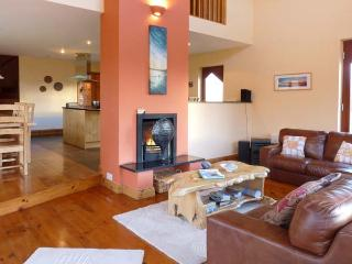 ARCHITECT HOUSE, stylish property in rural setting, open fire, garden, Ballyferriter Ref 904618 - Ballyferriter vacation rentals