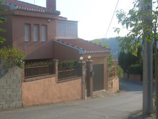4 bedroom Chalet with Outdoor Dining Area in Cenes de La Vega - Cenes de La Vega vacation rentals
