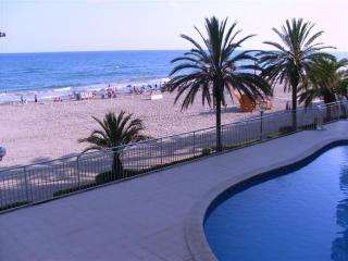 5th floor ocean-front apartment, close to Barcelona, with great sea-view and kms long fine sandy beach - Calafell vacation rentals