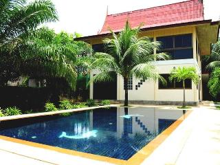 3 BR - Private pool villa with huge garden almost 1 rai in Naiharn - Sao Hai vacation rentals