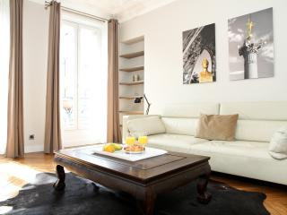 27. MODERN APARTMENT - ENJOY THE BEST OF LE MARAIS - Paris vacation rentals