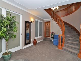Spacious 4 Bedroom Vancouver Commercial Drive Area Home Close to  Amenities - Vancouver vacation rentals