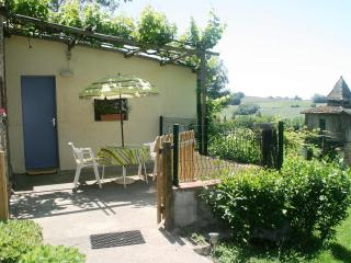 Lavalade is a lovely cottage in a rural setting. - Saint-Nauphary vacation rentals