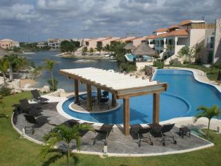 Luxury Condo Oceanfront Solarium Jacuzz Priv.2-2 - Puerto Aventuras vacation rentals