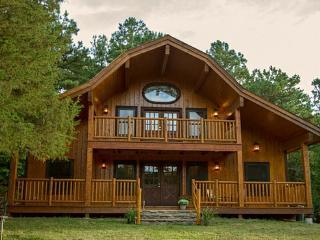 Cinnamon Valley - 'The Barn' - Eureka Springs vacation rentals