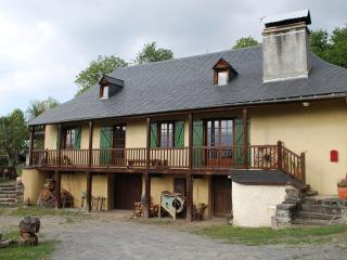 Mountain Chalet 3 * in the heart of a small Pyrenean village. - Cauterets vacation rentals