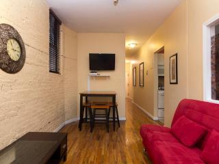 Sleeps 7! 3 Bed/1 Bath Apartment, Times Square, Awesome! (7831) - Manhattan vacation rentals