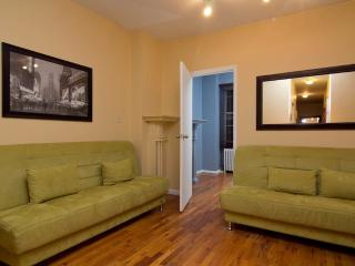 Sleeps 7! 3 Bed/2 Bath Apartment, Times Square, Awesome! (8076) - Manhattan vacation rentals